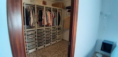 walking-wardrobe-1
