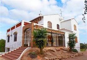Cullera, Property