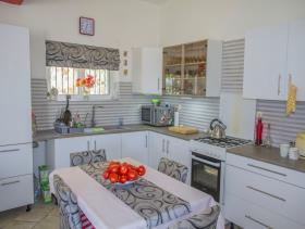 Image No.1-Villa / Détaché de 8 chambres à vendre à Afrata