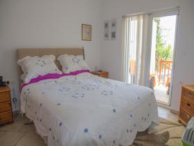 Image No.3-Villa / Détaché de 8 chambres à vendre à Afrata