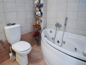 Image No.8-Villa / Détaché de 8 chambres à vendre à Afrata