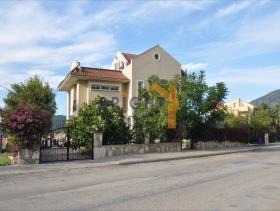 Image No.1-4 Bed Villa / Detached for sale