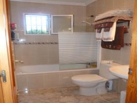 Image No.16-3 Bed Villa / Detached for sale