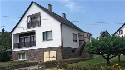 1 - Geresdlak, Country House