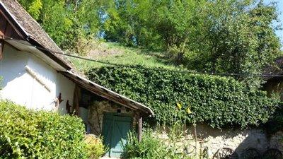 02OF01_07_cellar-hill