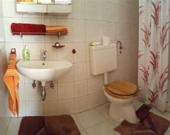 08--Bathroom-B