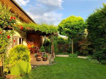 13--Garden-with-terrace