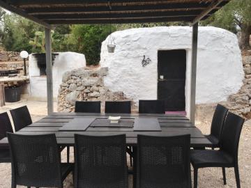 trullo-terrrace-dining-with-forno-and-trullo-music-room