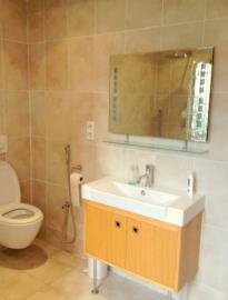 -14--1st-Floor-Bathroom-03