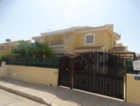 Los Dolses, Property