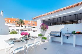 Nueva Andalucia, Penthouse