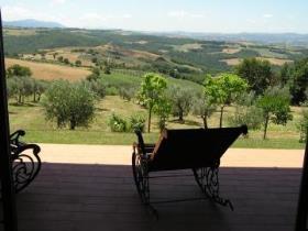 Image No.0-Ferme de 4 chambres à vendre à Todi