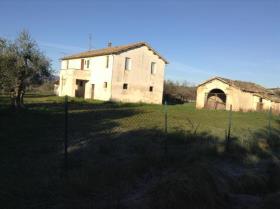 Nereto, Farmhouse