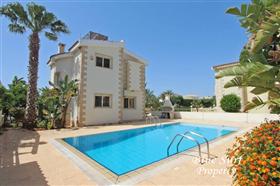 Image No.0-Villa de 2 chambres à vendre à Ayia Thekla
