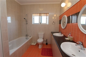 Image No.17-4 Bed Bungalow for sale