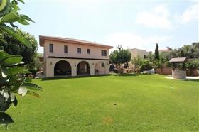 Image No.0-Villa de 5 chambres à vendre à Paralimni