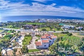 Image No.1-Villa de 5 chambres à vendre à Ayia Napa
