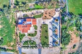 Image No.2-Villa de 5 chambres à vendre à Ayia Napa