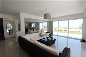 Image No.4-Villa de 4 chambres à vendre à Protaras