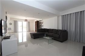 Image No.7-Villa de 4 chambres à vendre à Protaras