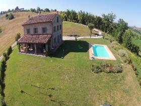 Image No.6-6 Bed Country House for sale