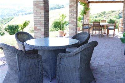 lo-villa-breakfast-table