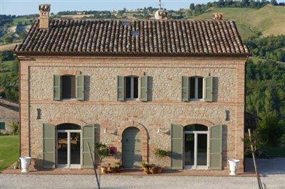 lo-villa-close-house-front