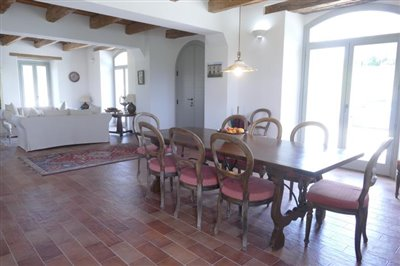 lo-villa-dining-room