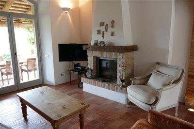 lo-villa-fireplace