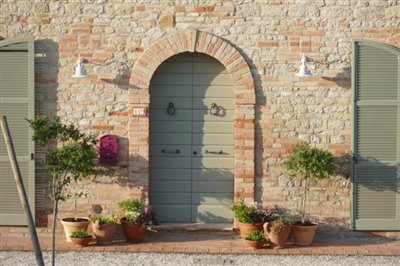 lo-villa-front-door-dawn