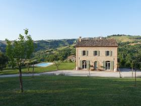 Sant'Angelo In Pontano, Country House