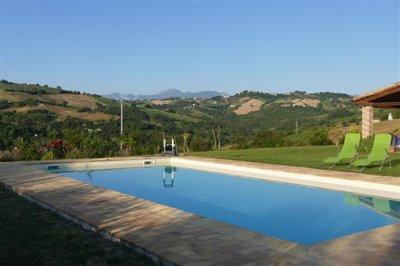lo-villa-pool-mountain
