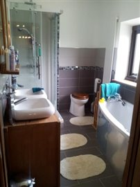 master-bathroom-J