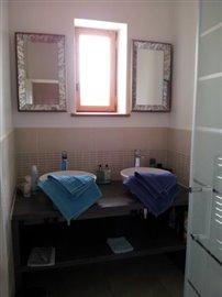Room-6-bathroom