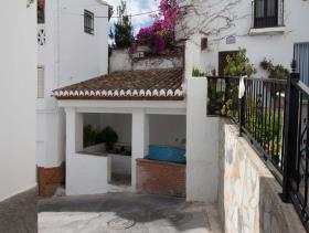 Albuñuelas, House