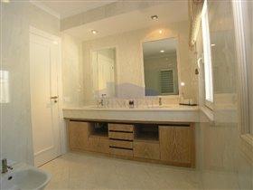 Image No.14-Villa de 4 chambres à vendre à Patroves