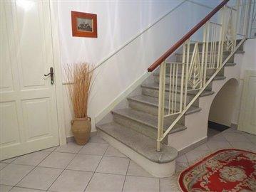 Isca-hallway-034