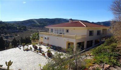 15-villa-for-sale-in-perin-1-large
