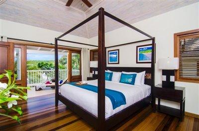 Deluxe-Suite-Bedroom--Custom-