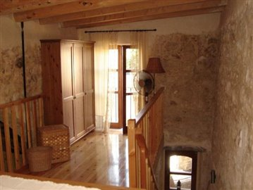 Mezzanine-bedroom_2