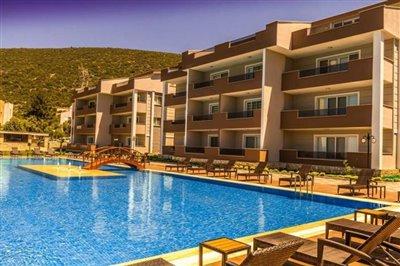 Achterkant-van-het-resort-orientatie-naar-zwembad-en-zee