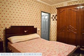 Image No.33-3 Bed Property for sale