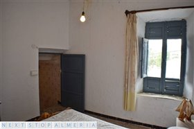 Image No.37-3 Bed Property for sale