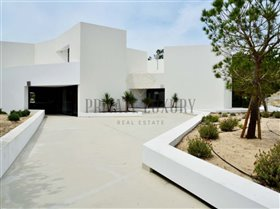 Image No.0-9 Bed House for sale
