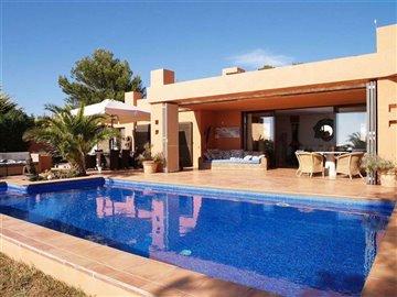 9uzm0ikx28cbeautiful-bungalow-with-rooftop-in
