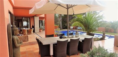 9llngjer6wbeautiful-bungalow-with-rooftop-in-