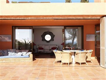 v4405kfqctbeautiful-bungalow-with-rooftop-in-