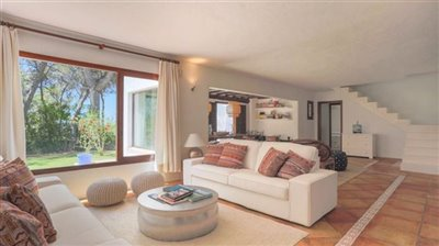 32q949igt3jnoble-country-house-with-beautiful