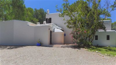 0bw5g5pwt6enoble-country-house-with-beautiful