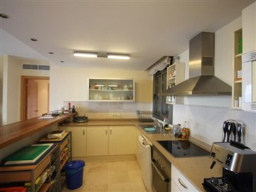 ti7ktexcbze4-bedroom-apartment-in-first-line-